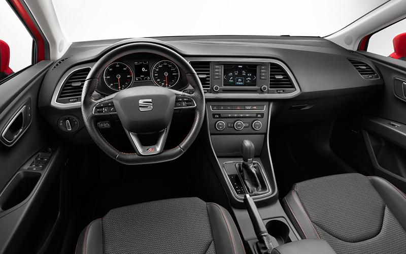 leon_interior_dashboard.jpg