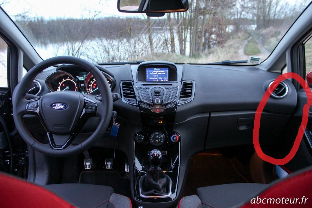 interieur-Ford-Fiesta-Black-Edition.jpg