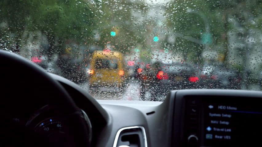 berkendara-di-musim-hujan.jpg.26457992d99029862d25b960e5b6bd52.jpg