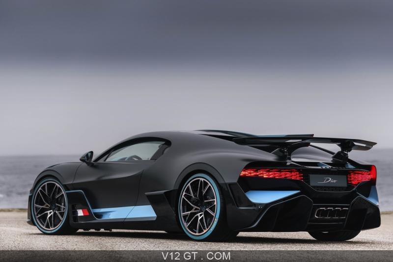 Bugatti-Divo-carbone-bleu-3-4-arriere-gauche_zoom.jpg.9b74a52340e51d8b4b3374190990015a.jpg